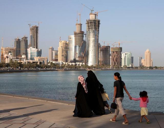 Qatar - People (Covered Qatari women with their children.jpg) | The ...